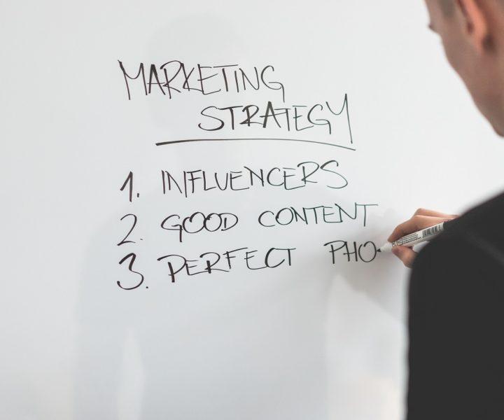 Op een een aantrekkelijke manier creëren en publiceren van relevante content voor potentiële klanten om en te voorzien van belangrijke informatie